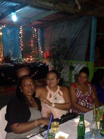 Waluco's Restaurant : Friends enjoying