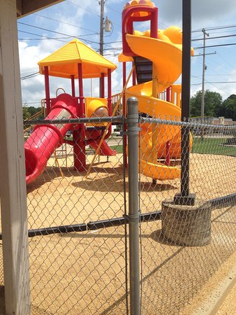 Fulton, Mississippi: Playplace with fence and picnic tables.
