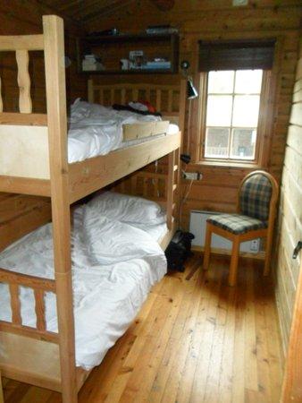 vesterland feriepark habitacin con litera con estanteras y un armario muy prctico