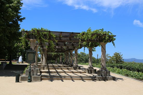 Rutherford, CA: Beautiful pergola on property