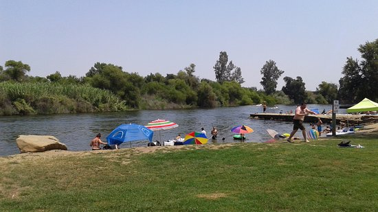 Reedley, CA: Lindy's Landing River Beach (King's River)