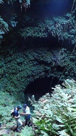 Puerto Villamil, เอกวาดอร์: La descente est impressionnante mais sécuritaire avec le double système d'attache.
