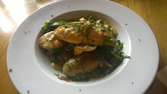Lesbury, UK: Chicken with stilton hash....beautiful (don't be put off by the mention of stilton, I almost was