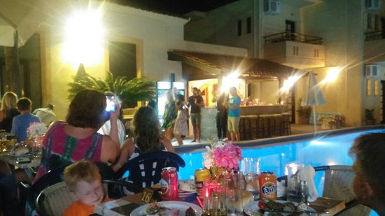 Hotel Lola: BBQ party in lolas hotel was the best experience of delicious food and friendly time with the ot