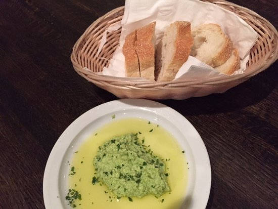 Chadds Ford, PA: Starter bread with amazing spread