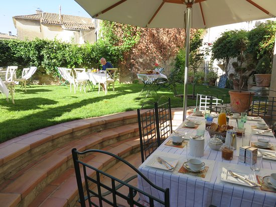 La maison de la bourgade prices b b reviews uzes for Au petit jardin uzes