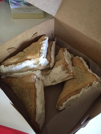 Clay Center, KS : Tasty Pastry Turnovers