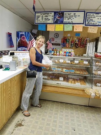 Clay Center, KS : Tasty Pastry a local favorite with world-famous nut rolls
