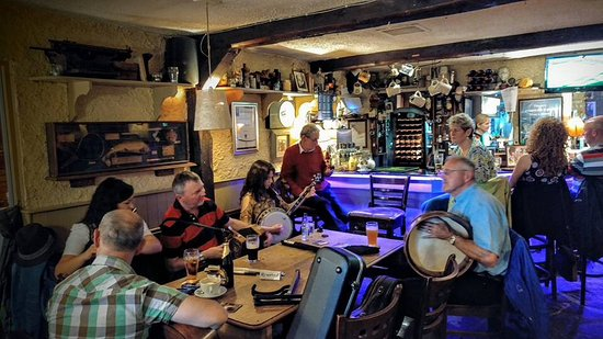 Terryglass, Ирландия: Pub and traditional music played on Sunday's from 6pm