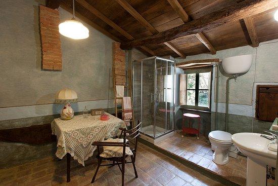 Uno dei bagni della mansarda foto di la casa dei ricordi