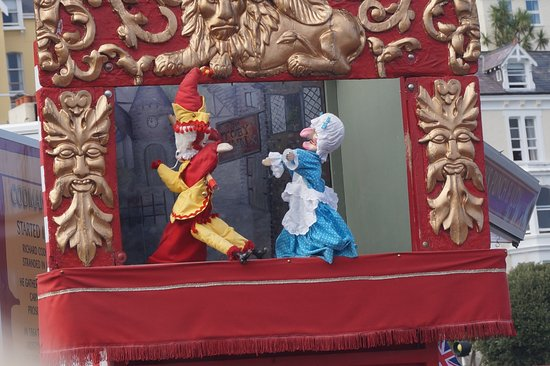 St. Tudno Hotel: Punch and Judy outside the hotel on the promenade (Thats the way to do it)