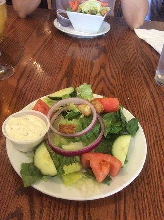 Walker's Landing: Side garden salad