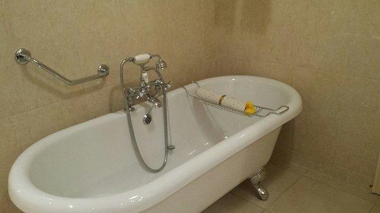 The Heritage Killenard: duck in bath