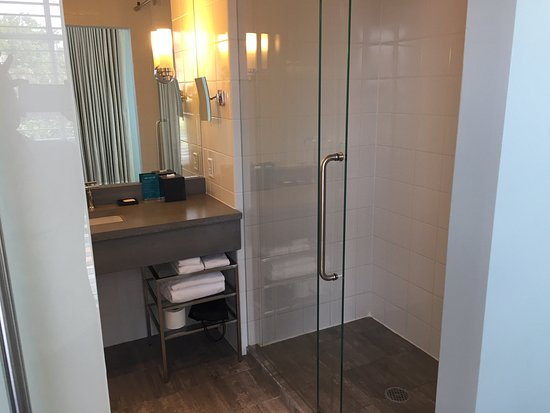 Lorien Hotel and Spa, a Kimpton Hotel: Shower
