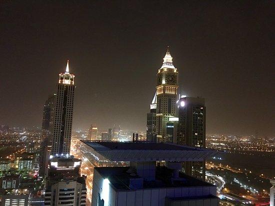Four Points by Sheraton Sheikh Zayed Road, Dubai : Vue depuis la piscine