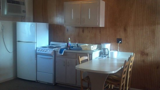 Oak Grove Motel: THE KITCHEN AREA WITH FULL SIZE REFRIGERATOR.