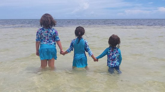 Bahia Honda State Park and Beach: Girls love the beach!