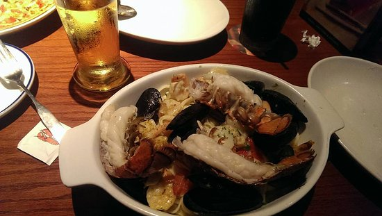 Red Lobster: Seafood pasta