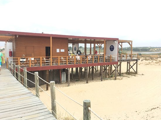 Barrestaurant Picture Of Cabanas De Tavira Beach Cabanas