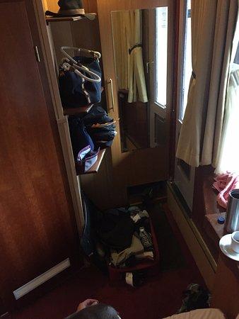 Hotel Nadia: Very small room.