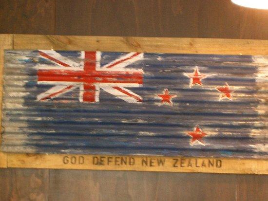 Warkworth, Nueva Zelanda: The New Zealand Flag painted on corrugated iron