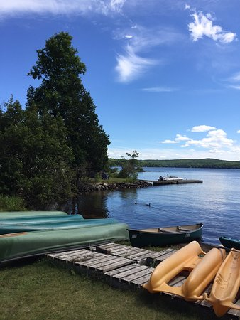 True Muskoka - best lake in the area, fabulous western exposure & bonus pet friendly - an authentic cottage experience