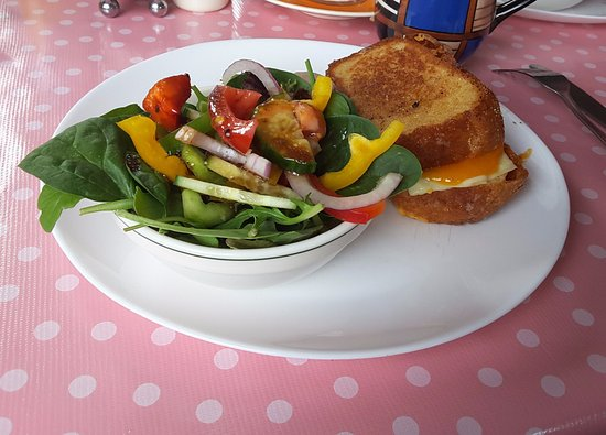 Centreville, Канада: Grilled Cheese Classic with Salad (31 July 2016)