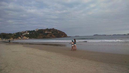 Buzios, RJ: vista da praia num dia com muitas nuvens.