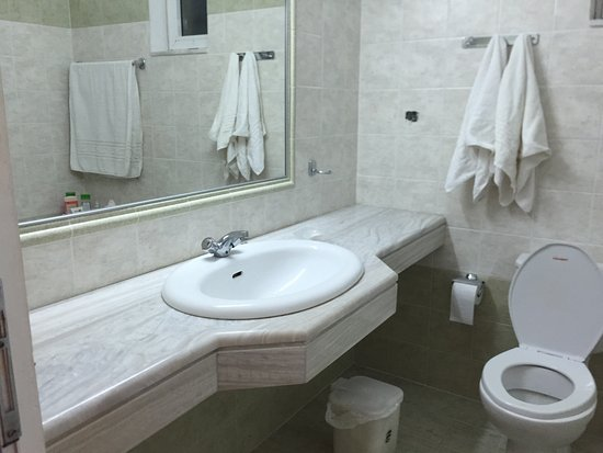 Nikitas Apartments: Nikita's apartments: large beautiful clean rooms and wonderful swimming pool, excellent choice f