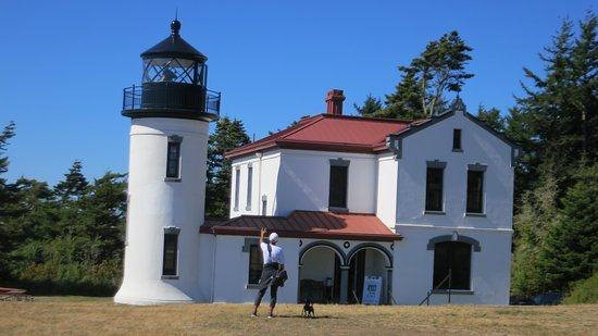 Coupeville, WA: small lil lighthouse, free to walk around it, nice gift shop inside.