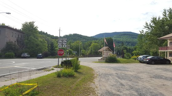 Upper Jay, NY: Location of motel