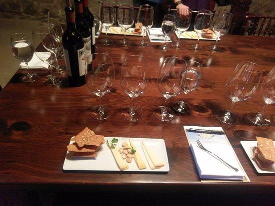 Rutherford, كاليفورنيا: Wine and cheese pairings, Heritage tasting at Inglenook.