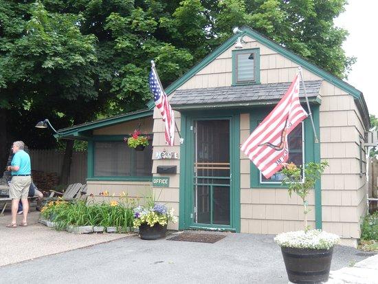 Wooden Boat Inn: office, Bernie