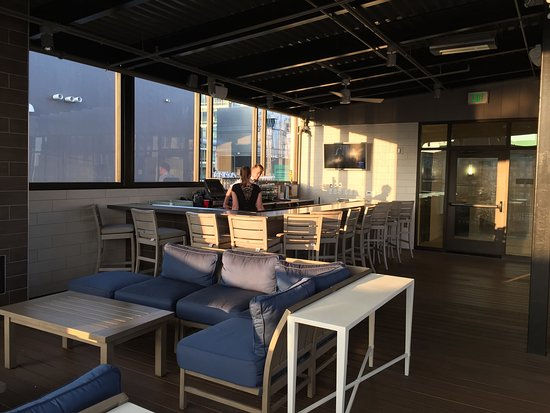 Roof deck furniture Diy Homewood Suites By Hilton Grand Rapids Downtown Roof Top Bar With Fireplaces Fans Tripadvisor Roof Top Bar With Fireplaces Fans And Heaters Very Comfortable