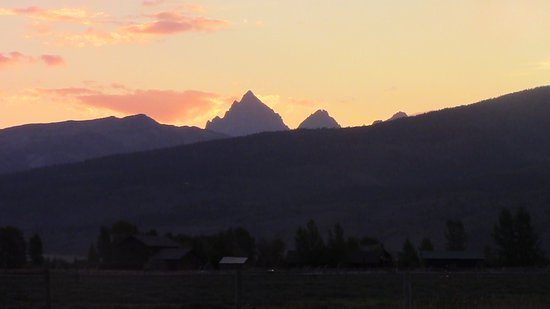 Bagley's Teton Mountain Ranch: Top of Tetons from the ranch