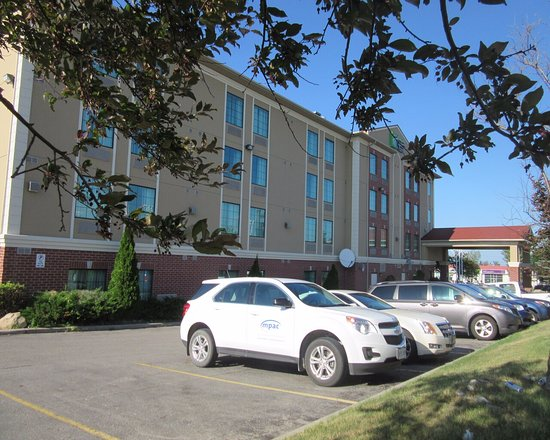Holiday Inn Express & Suites Barrie: parking