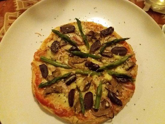 San Sebastian Hotel Boutique: Pizza vegetariana de masa artesanal con queso andino...deliciosa!!!