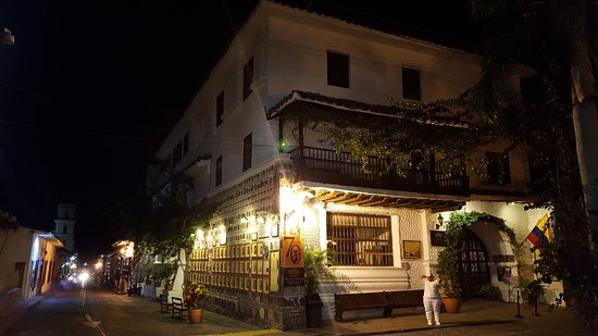 Hotel Mariscal Robledo: Front of hotel