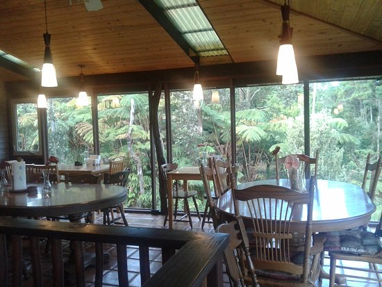 Volcano Inn: Brakfast area with green views!