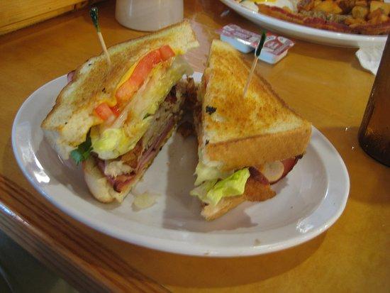 Alexandria, بنسيلفانيا: My son's delicious Texas toast sandwich