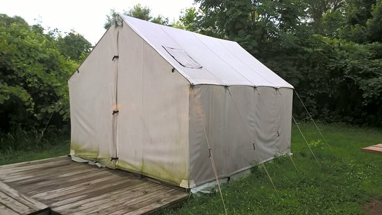 Wall Tent that you can rent  - Picture of Myre-Big Island