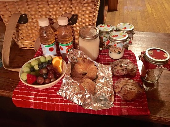 The Butterfly Garden Inn: breakfast delivered to your cabin in the morning in a little picnic basket.