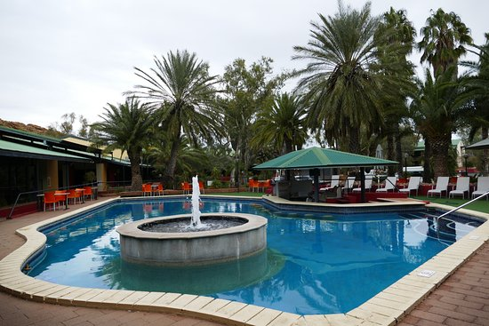Chifley Alice Springs Resort: Swimming Pool of the hotel (water too cold in July)
