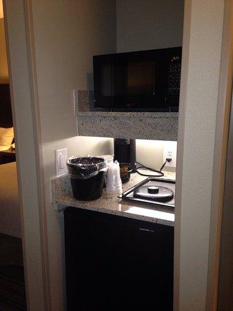 Fairfield Inn & Suites Amarillo Airport: Microwave, fridge, coffee stuff etc