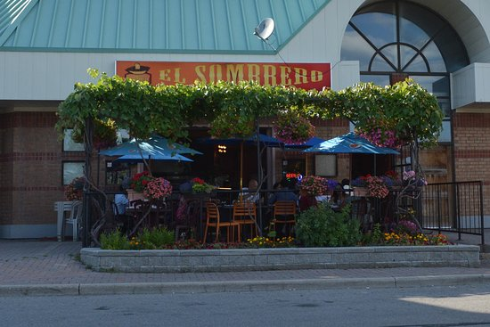 El Sombrero : View from the parking lot