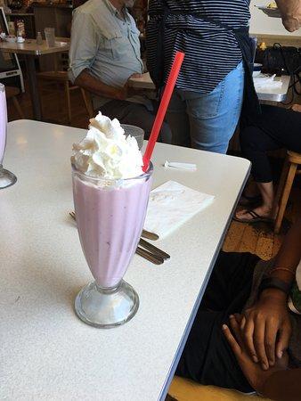 Hopland, Καλιφόρνια: Bacon cheddar burger Strawberry milkshake