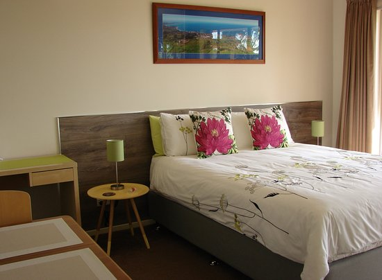 Austiny Bed and Breakfast Accommodation: room with ensuite and luxury Queen size mattress