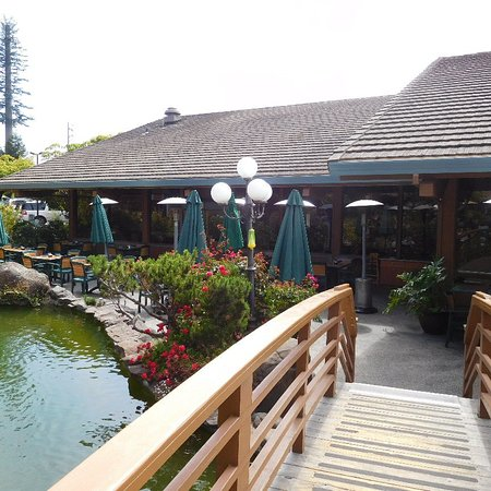 BEST WESTERN Seacliff Inn: View from bridge to indoor / outdoor dining area and bar.