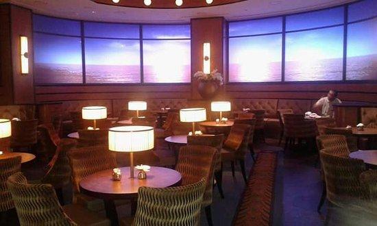 compass club vignal family photo de disney 39 s newport bay. Black Bedroom Furniture Sets. Home Design Ideas
