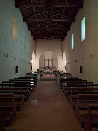 Interieur kerk San Baronto